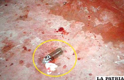 El individuo utilizó la botella rota para atacar a la mujer