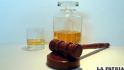 El juez se pasó de copas y fue destituido/ Erbol