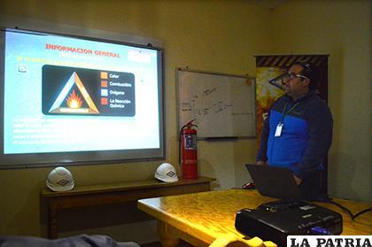 La explicación hecha por el representante de Liquid Bolivia/ LA PATRIA
