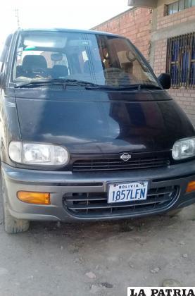 El vehículo sospechoso fue fotografiado por la comunidad escolar en San Isidro /RR.SS