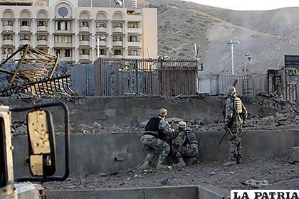 Talibanes reivindican atentado contra autoridades afganas y de la OTAN