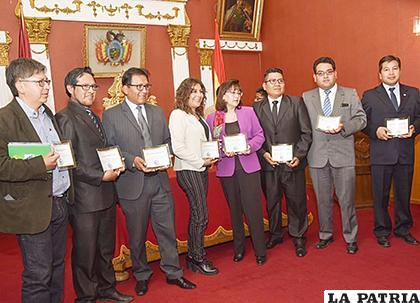 Algunos de los comunicadores que fueron reconocidos por el ente colegiado