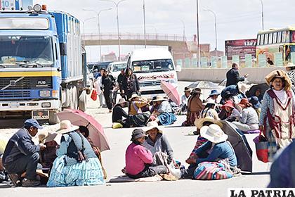 El sector del Casco del Minero fue uno de los que se bloquearon por los vendedores de ropa usada  /REYNALDO BELLOTA /LA PATRIA