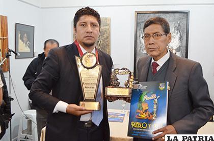 Saúl Rivera recibió el reconocimiento como Pintor del Año /LA PATRIA /Johan Romero