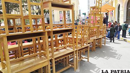 Parte del mobiliario y equipamiento que recibieron unidades educativas y CEA  /LA PATRIA