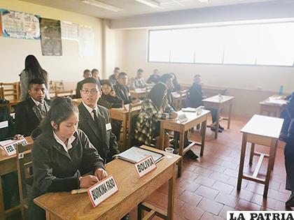 Representantes de 17 unidades educativas son parte de esta actividad /CHRISTIAN LOVERA