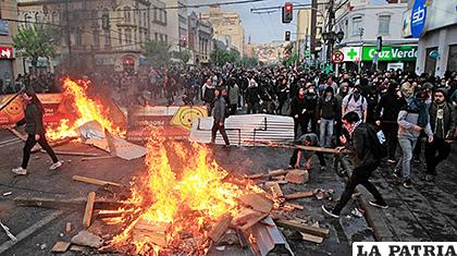 Violencia en Chile. Se pedía no subir el  del precio de los pasajes de metro