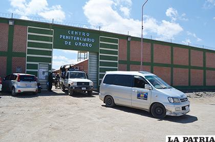 Así transportaron a los reclusos para que voten /LA PATRIA /Johan Romero
