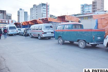 Algunos de los vehículos que circularon sin autorización /LA PATRIA