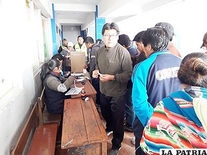 Mesa observada en la Unidad Educativa Bolivia  /LA PATRIA
