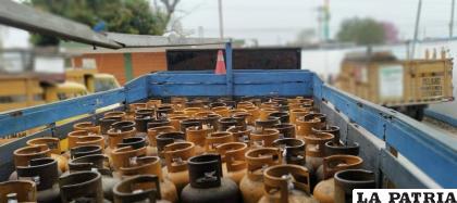 Hallaron 28 garrafas que eran almacenadas de forma ilegal en un camión / Foto referencial