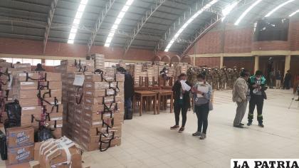 1.704 maletas electorales son distribuidas en el departamento de Oruro, 644 en las provincias y 1.060 en la ciudad / LA PATRIA