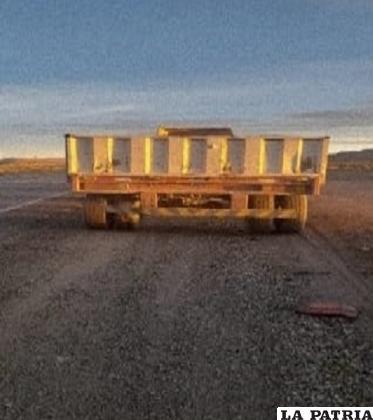 La volqueta con la que colisionó el camión /Tránsito