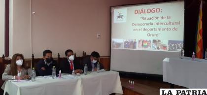 Ayer desarrollaron un diálogo de la situación de la democracia intercultural en Oruro /LA PATRIA