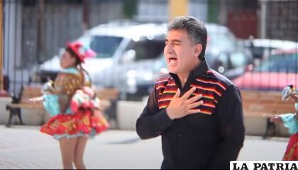 """Orlando Andia en la interpretación de """"Matraquitas de plata"""" /CAPTURA"""