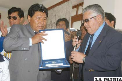 Walter Mamani junto a Juan Medina