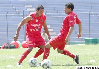 Edemir Rodríguez y Walter Flores jugadores de la Selección