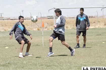 Estrada, Pintos y Albarracín, jugadores del primer plantel de San José