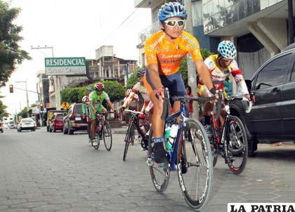 Ciclistas en trabajo de ambientación en Yacuiba