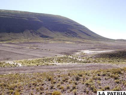 El cerro Pahua, un yacimiento de piedra caliza situado en proximidades de la zona de conflicto limítrofe entre Oruro y Potosí