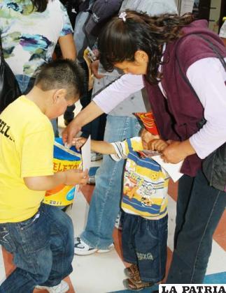 Los niños dan el ejemplo para apoyar la Teletón