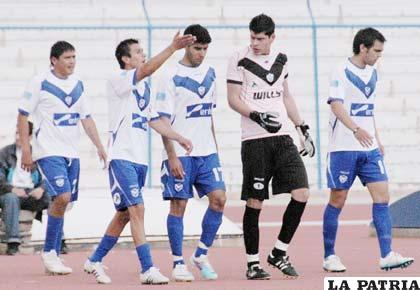 Luis Palacios, Rolando Ribera, Tobías Albarracín, Carlos Lampe y Luis Carlos Vieira, jugadores de San José