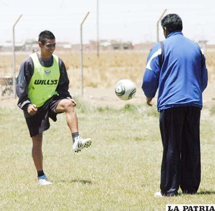 Juan Maraude trabaja con el médico Horacio Callejas