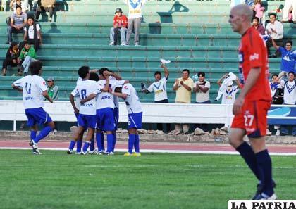 """Los """"santos"""" conocen de victorias en el estadio Patria de Sucre"""