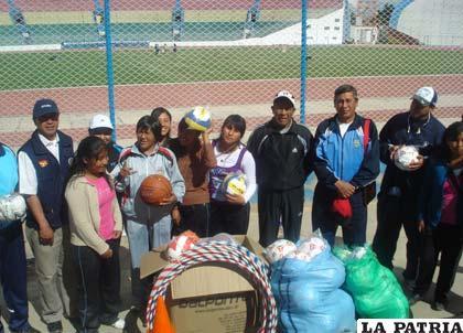 El material que se entregó a la Escuela de Deportes Oruro