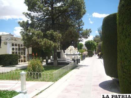 La festividad de todos santos en la historia de oruro for Cementerio jardin la paz bolivia