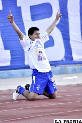 Carlos Saucedo goleador del torneo