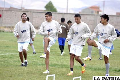 Los futbolistas de San José  ayer reiniciaron sus prácticas