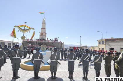 La Tricolor Nacional flameó en el histórico Faro de Conchupata
