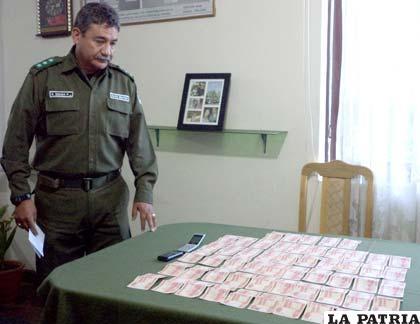 El director de la Felcc presentó los billetes robados y recuperados