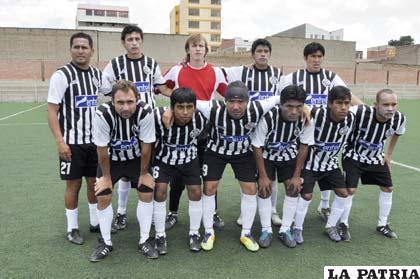 Jugadores del equipo de Oruro Royal con la misión de vencer a Universitario