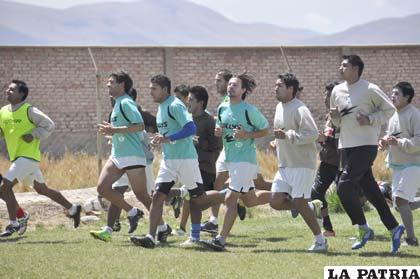 Los jugadores del equipo de San José en el entrenamiento que sostuvieron ayer por la mañana