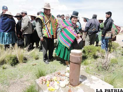Ch'alla de una de las obras de agua de la Cuenca Poopó