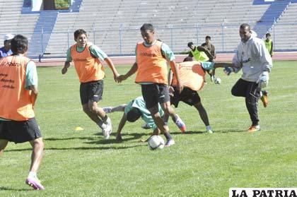 """Los """"santos"""" entrenaron ayer en el estadio """"Bermúdez"""""""