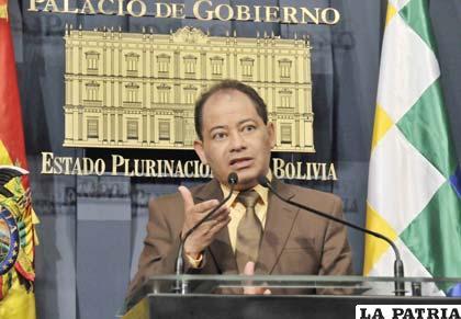 Ministro Romero justifica violencia en desbloqueo (ABI)