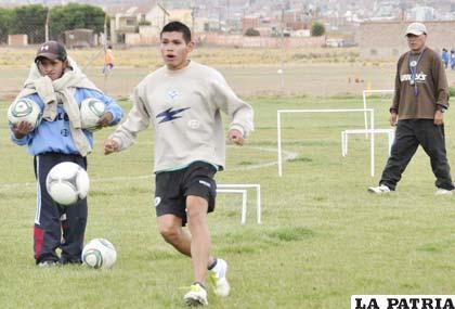 Luis Aníbal Torrico en el entrenamiento de San José