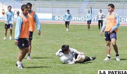 """Durante el entrenamiento de San José ayer en el estadio """"Jesús Bermúdez"""""""