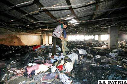2845c116830d3 Más de 120 muertos al incendiarse una fábrica textil en Bangladesh