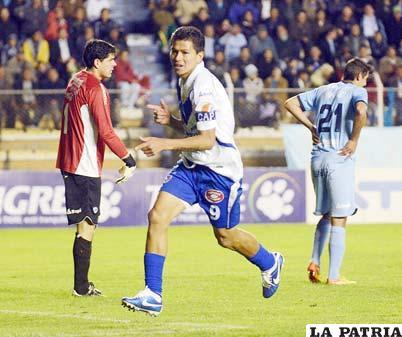 Hat-trick de Carlos Saucedo