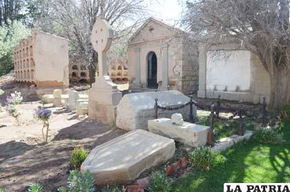 En 1605 iglesias y conventos tambi n eran cementerios for Cementerio jardin la paz bolivia