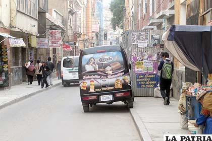 El conductor estacionó como quiso su vehículo