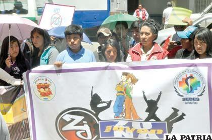 Marcha recordando el Día Mundial de Lucha contra el Sida