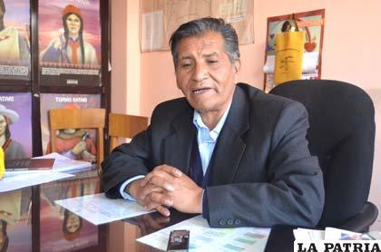 El subdirector Departamental de Educación, Héctor Quisbert Cautín