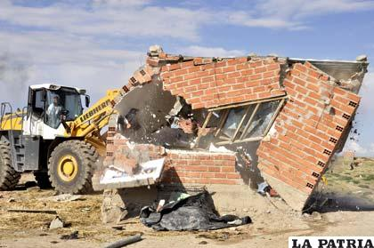 Demolición de viviendas construidas sobre área verde