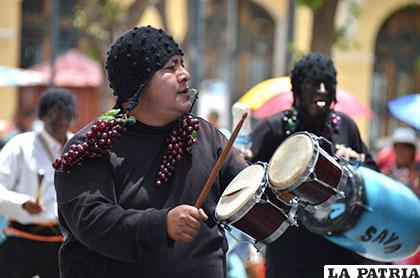 Hasta romper los instrumentos en los Negritos Unidos de la Saya