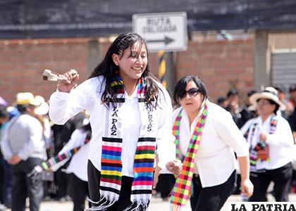 Atractiva tinku que arribó de La Paz (Tolkas)